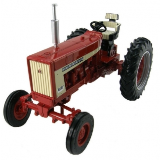 Tracteur antique Farmall 656