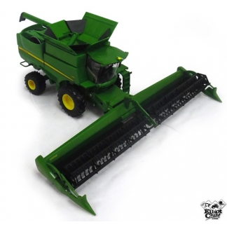 John Deere S680 Combine with Draper Head